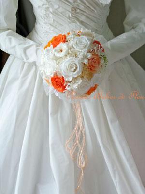 プリザーブドフラワーの白とオレンジのラウンドブーケ アンナ
