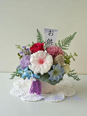 かぜ プリザーブドフラワーの大輪の白菊とバラのお供えの花。