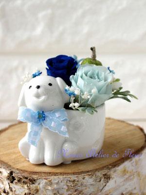 Puppy 干支の花器にブルーのプリザーブドフラワーで