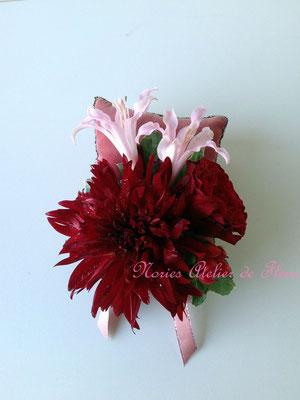 生花 赤いダリアとピンクのバラのラウンドブーケ ブトニア
