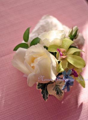 バラとデンファレのキャスケードブーケ ブトニア