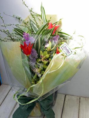 チューリップとスイトピー、シンビジウムの花束
