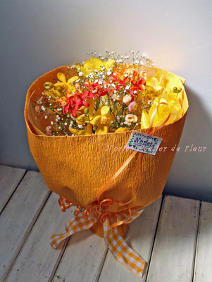 イエロー系の花材の花束