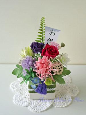 しずか プリザーブドフラワーの糸菊とバラのお供えの花。