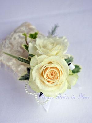 カップ咲きのバラのシャワーブーケ ブトニア