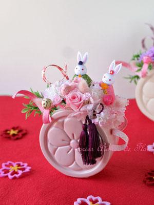 ひな祭りのプリザーブドフラワーのアレンジメント 濃いピンク