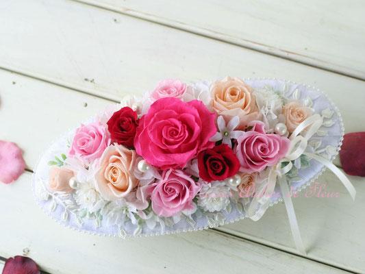 Oval オーバル 横長の花器に 濃いピンク系のプリザーブドローズ