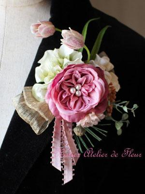Gillian ジリアン 濃いピンクのコサージュ