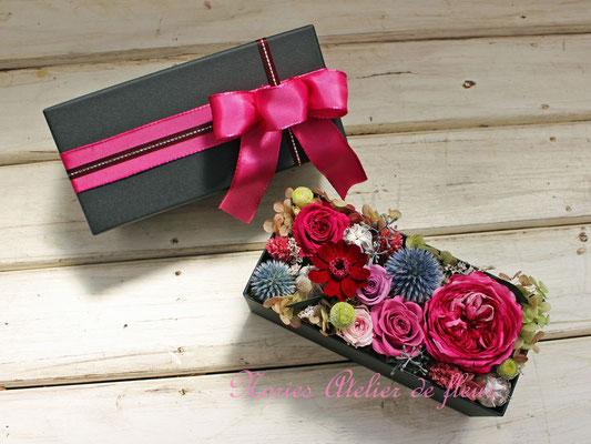 Julia ジュリア 濃いピンクのオールドローズタイプのプリザーブドフラワーを使ったボックスフラワー