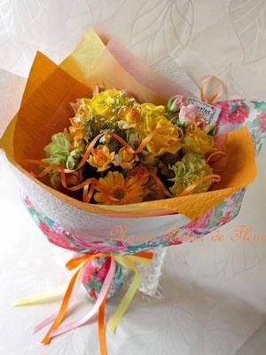 イエロー系のスプレーバラの花束