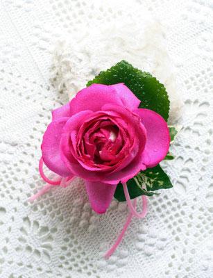 生花 ピンクのオールドローズのラウンドブーケ ブトニア