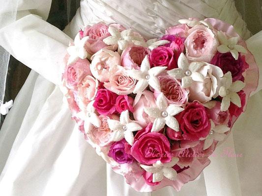 生花 ハートの形のラウンドブーケ ピンクのバラで