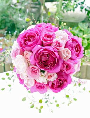 生花 ピンクのオールドローズのラウンドブーケ