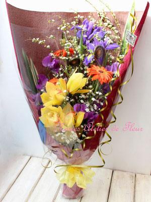 アイリスときいろのシンビジウムの花束