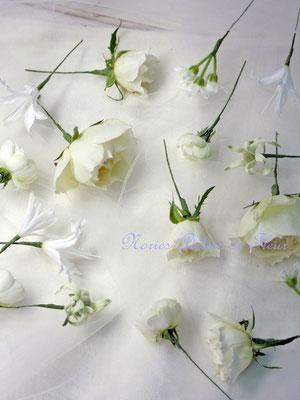 バラとフランネルフラワーのキャスケードブーケ ヘアオーナメント