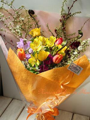 チューリップ、スイトピー、ユキヤナギの花束