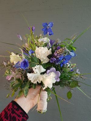 Vintage Brautstrauß in weiß, flieder, blau