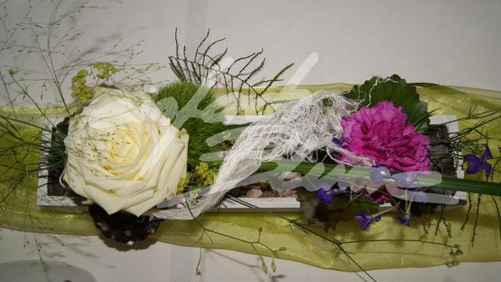 Weisse Rosen Hochzeitsgesteck Einfach Blume