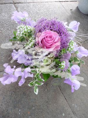 zierliches Hochzeitsgesteck Vicken Einfach Blume