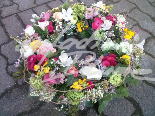 Trauerkranz natuerlich farbenfroh Einfach Blume