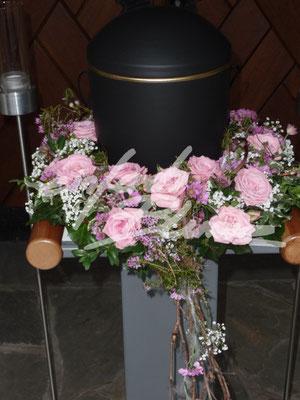 Urnenkranz abfallend rosa Einfach Blume