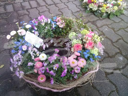 Gepflanzter Trauerkranz Bunt Einfach Blume