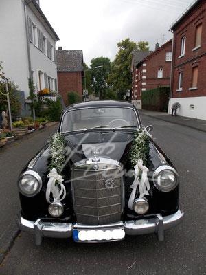 Oldtimer Mercedes Hochzeitsauto Girlande Einfach Blume