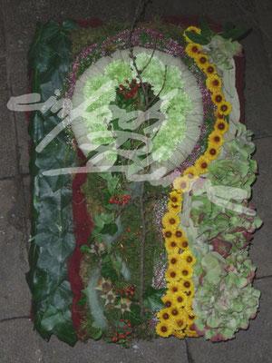 Trauergesteck aussergewoehnlich Einfach Blume