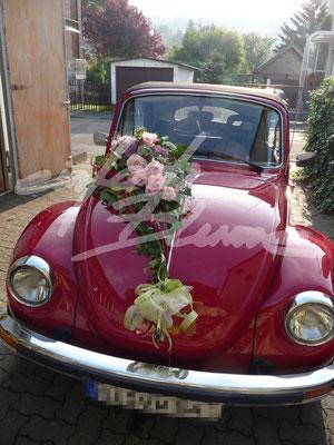 Oldtimer rot Hochzeitsschmuck schraeg
