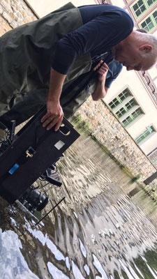 Kein Wasser zu tief, keine Herausforderung zu groß für Kameramann Axel Fischer - auch dank unseres kreativen Ausstattungsteams // No water to deep, no obstacle to high for DoP Axel Fischer - thanks to our great Set Design team