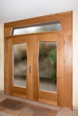 Haustüre Eichenholz massiv, gestemmt mit Glaseinsatz.