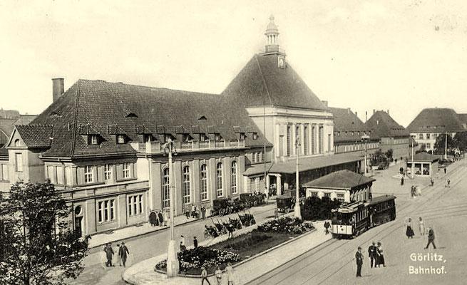 1907: Bahnhofsvorplatz Görlitz mit Pferdedroschken und Strassenbahn