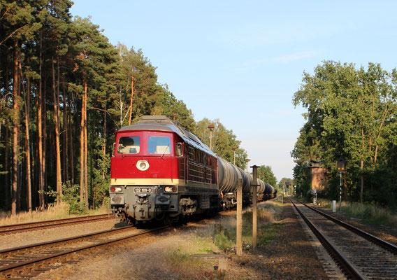 LEG-Lok 132 109 steht abfahrbereit mit leerem Kesselwagenzug in Kablow, 02.09.2016