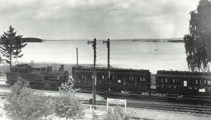1933: Personenzug mit preussischer Dampflok T12 im Bahnhof Scharmützelsee (heute Wendisch Rietz)