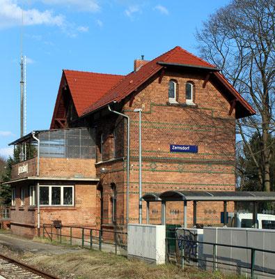 2015-04: Ansicht der Gleisseite von Westen (Aufnahme: Dr. Richard Vogel, Zernsdorf)