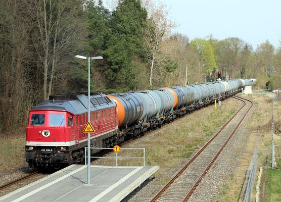 12.04.2018: 232 690 der Erfurter Bahnservice GmbH mit Kesselwagenzug