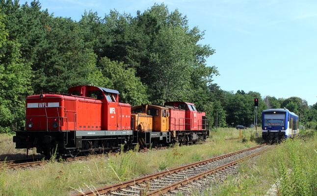 22.07.2016: WFL-Loks 6,2 und 15 Richtung Kablow kreuzen mit NEB-VT 005