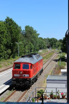 05.06.2015: DB-Lok 233 314 auf Gleis 2