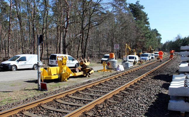 Riesenaufgebot bei den Bauarbeiten in Zernsdorf, 06.04.2018