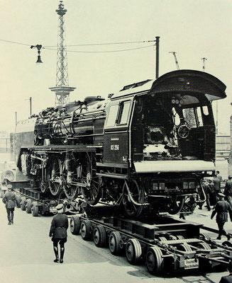 Transport der 03 256 von Wildau nach Berlin, kurz vor der Ankunft am Funkturm