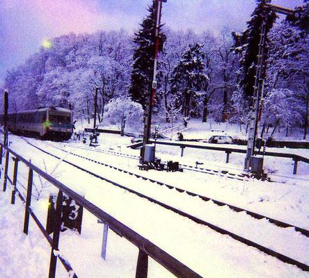 17.02.1999: Einfahrt VT 628 der DB am BÜ Hochstrasse