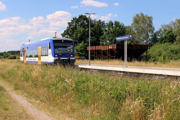 VT 001 Bahnhof Friedersdorf mit alten Kohlebunkern, 11.06.2016