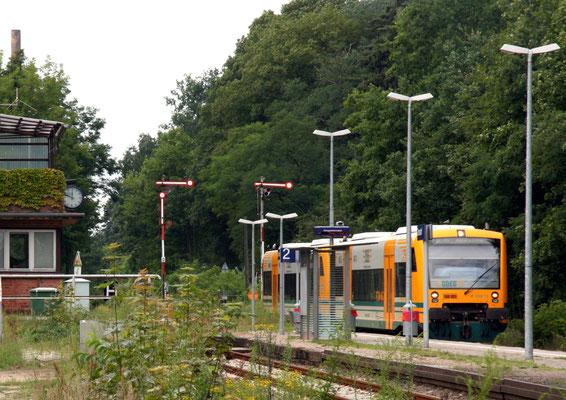 13.07.2013: ODEG VT 75 und 77 am alten Bahnsteig, Formsignale nach Westen