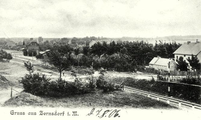 1906: Die Bahnhofsgebäude im Ursprungszustand sind links im Bild zu sehen (Postkarte)