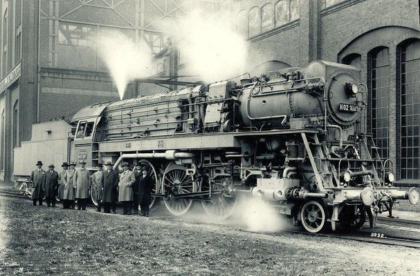H02 1001 nunmehr komplett bei Dampfprobe auf dem Betriebsgelände der BMAG in Wildau 1929