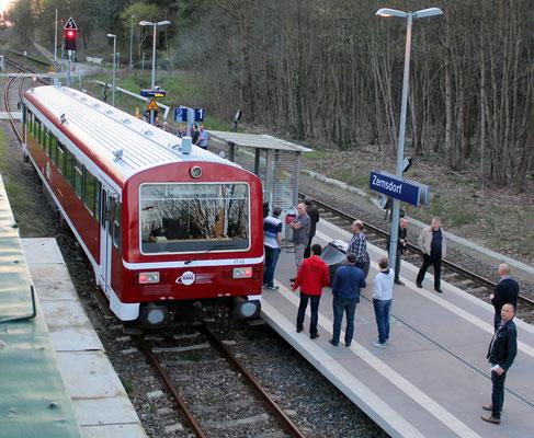06.04.2016: Sonderzug mit NE81-Triebwagen VT 43 der Hanseatischen Eisenbahn (HANS) auf Gleis 2