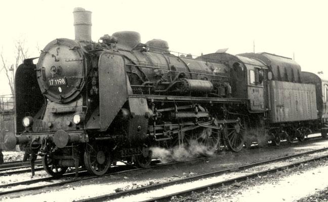 1961: Lok 17 1198 Bw Cottbus mit Kohlenstaubtender