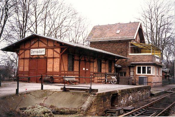 1975: Bahnhofsgebäude Zernsdorf (Aufnahme: Schrobitz, Zernsdorf)
