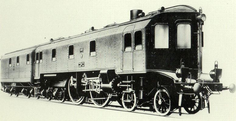 """1904: Henschel-Lok S9 """"Altona 561"""" mit Stromlinienverkleidung und Frontführerstand, Spitzname """"Möbelwagen""""."""