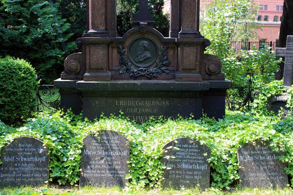 Erbbegräbnis der Familie Schwartzkopff auf dem Dorotheenstädischen Friedhof in Berlin (Aufnahme: Dr. Richard Vogel, Zernsdorf)